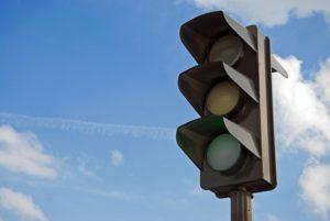 В Запорожской области хулиган с помощью камня обесточил светофоры