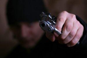 Разбойное нападение: у запорожанки ночью украли 14 тысяч долларов
