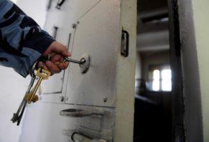 Подозреваемый в убийстве в Запорожской области повесился на свитере в изоляторе