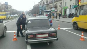 В Запорожье на проспекте столкнулись два автомобиля - ФОТО