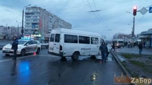 В Запорожье на переходе маршрутка сбила женщину: пострадавшая в реанимации - ФОТО