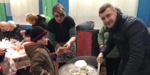 Не «гречкой» единой: в Запорожской области «укроповцы» решили к предстоящим выборам накормить и сагитировать местных жителей - ФОТО