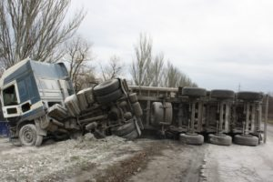 В Запорожском районе перевернулся грузовик, перевозивший 20 тонн извести - ФОТО