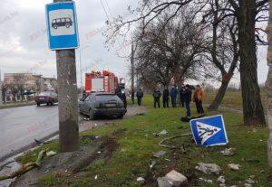 В Запорожской области пьяный водитель врезался в автобусную остановку - ФОТО
