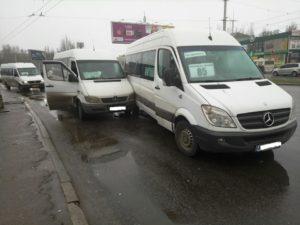 В Запорожье на автовокзале две маршрутки с пассажирами попали в ДТП - ФОТО