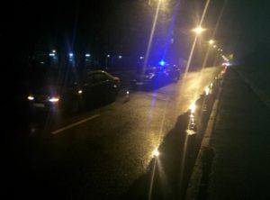 В Запорожье на мосту перeвернулась фура и многотонный груз попал под поезд: есть пострадавшие – ФОТО