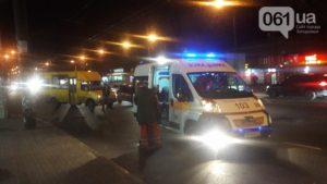 В Запорожье маршрутка сбила женщину прямо на пешеходном переходе - ФОТО