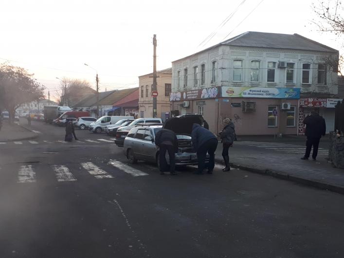 В Запорожской области автоледи спровоцировала ДТП на перекрестке - ФОТО