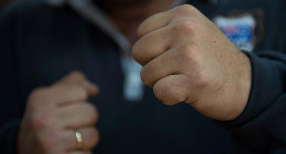 В Запорожье пьяный мужчина ударил в лицо полицейского