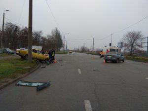 В Запорожье столкнулись две легковушки: водители госпитализированы - ФОТО