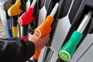 В Запорожье водитель не смог расплатиться за бензин и поспешно уехал в неизвестном направлении