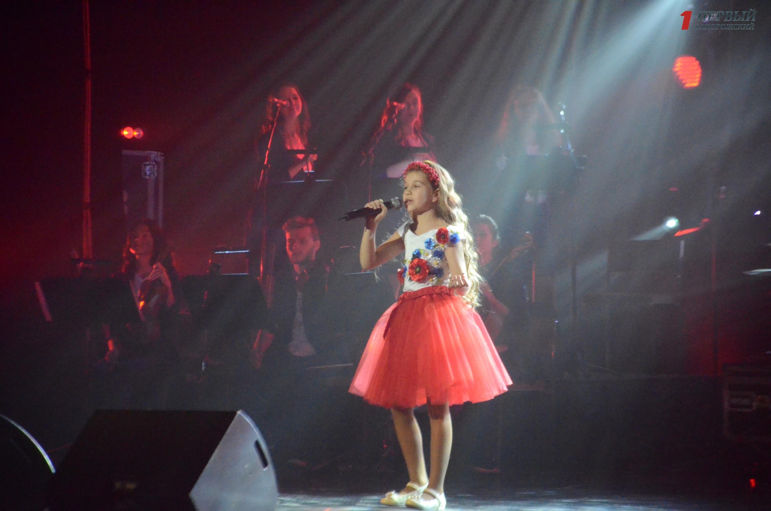 В Запорожье юные вокалисты соревновались за возможность представить Украину на престижном песенном конкурсе в Италии – ФОТО, ВИДЕО
