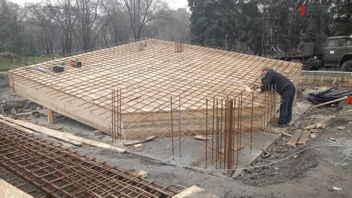 В Запорожье строительство памятника Героям Чернобыля не успеют закончить в срок – ФОТО