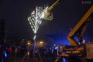 В Запорожье отметили праздник Ханука и зажгли свечи на меноре - ФОТО, ВИДЕО