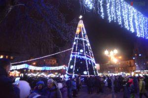 В Запорожье зажгли главную новогоднюю елку города - ФОТО, ВИДЕО