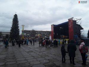 С песнями и танцами: как запорожцы отмечали Рождество в центре города - ФОТО, ВИДЕО