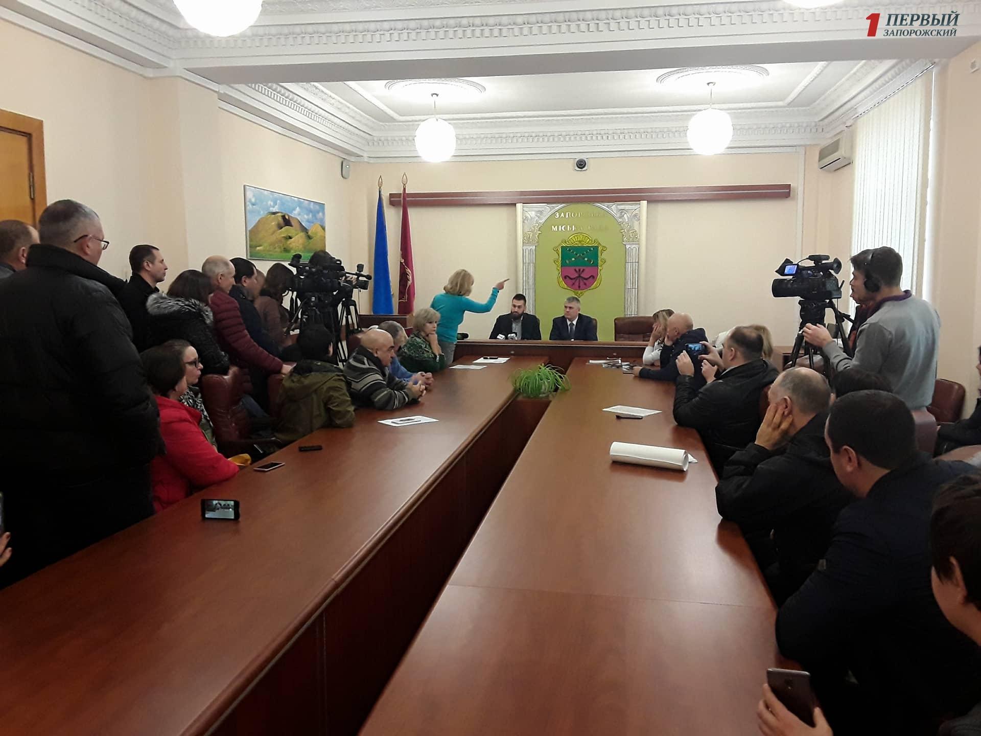 В Запорожье представители бизнеса выступают против баснословных платежек за отопление - ФОТО
