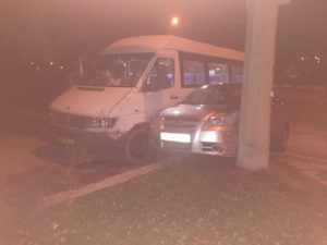 В Запорожье маршрутка с пассажирами попала в ДТП - ФОТО