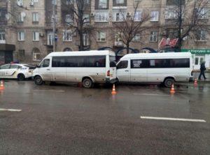 В Запорожье столкнулись две маршрутки с пассажирами - ФОТО