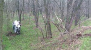 В Запорожье на Хортице автомобиль слетел в кювет и перевернулся: есть пострадавший - ФОТО