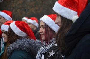 Запорожские студенты приняли участие в новогоднем флешмобе в обновленном сквере – ФОТО, ВИДЕО