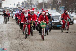 В канун Нового года десятки Дедов Морозов проедутся по Запорожью на велосипедах