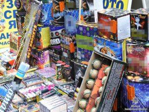 В Запорожье полицейские изъяли с продажи на рынках петарды и салюты - ФОТО
