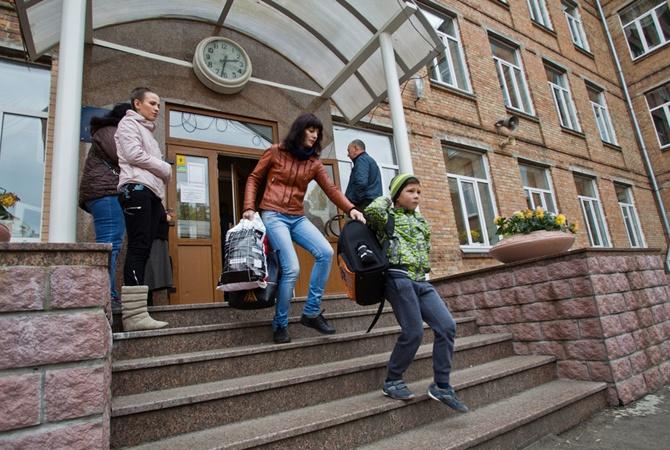 Мэр Запорожья распорядился принимать меры в отношении школьников-прогульщиков