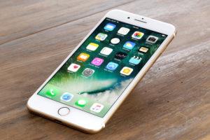 В Запорожье из магазина техники украли два Iphone - ФОТО