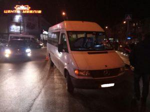 В Запорожье водитель маршрутки сбил пешеходов – ФОТО