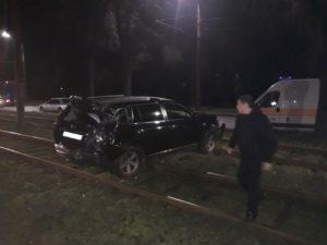 В Запорожье в масштабное ДТП попали три легковушки и пассажирский автобус: есть пострадавшие – ФОТО