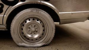 В Запорожье волонтеру АТО неизвестные прокололи шины