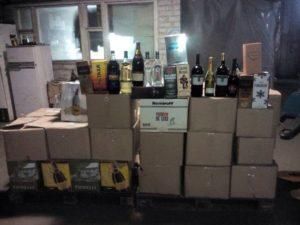 Житель Запорожья поставлял через интернет поддельный алкоголь на миллионы гривен – ФОТО