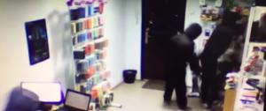 В Запорожье трое злоумышленников в балаклавах ограбили магазин техники - ВИДЕО