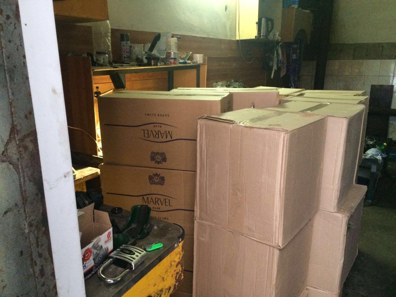 У запорожца нашли контрабандные сигареты на 350 тысяч гривен - ФОТО, ВИДЕО
