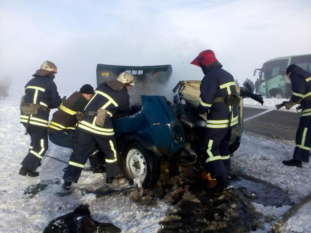 ВБердянском районе столкнулись «Нива» иавтобус: есть жертвы
