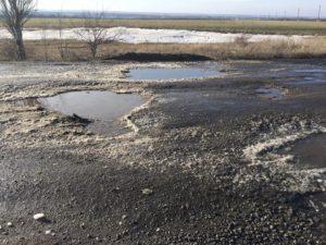 «Грешно называть это участком дороги - это кошмар», - запорожские автомобилисты возмущены состоянием дорог в области
