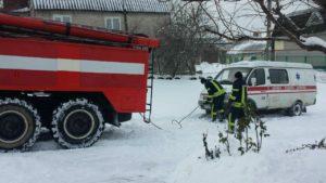 В Запорожье две машины скорой помощи застряли в снегу - ФОТО