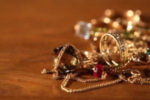 Запорожец, после свидания со своей новой знакомой, лишился дорого кольца и браслета