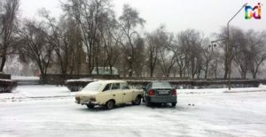 В Запорожской области на скользкой дороге столкнулись две легковушки - ФОТО