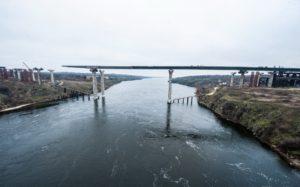 В Запорожье продолжается строительство мостов через Днепр: уже смонтировано 93 тонны металлоконструкций - ФОТО