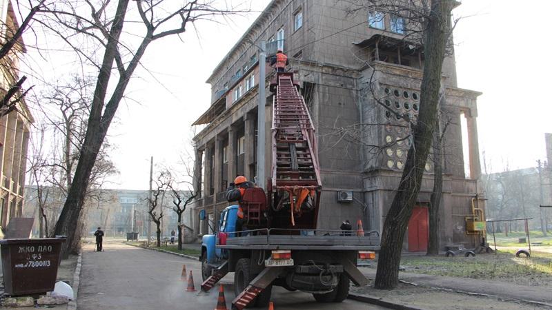 В запорожских дворах, которые раньше не освещались, установили энергосберегающие светильники - ФОТО