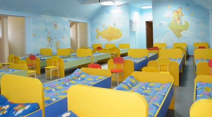 В детском саду Запорожья неизвестный фотографировал полуголых детей в спальне