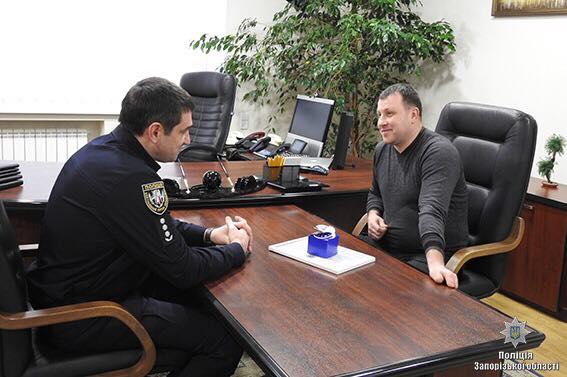 Житель Запорожья задержал в маршрутке вора, который пытался похитить телефон у женщины
