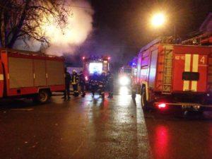 В Запорожье 25 спасателей тушили пожар в магазине на Центральном рынке - ФОТО