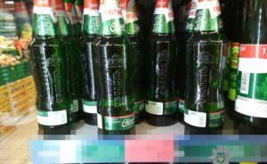 В Запорожье полицейские наказали сотрудников супермаркета, которые продавали алкоголь в ночное время – ФОТО