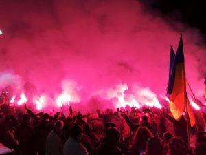 В Запорожье активисты собрались на факельное шествие в честь героев Крут - ФОТО