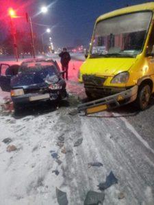 В Запорожье произошло очередное ДТП с маршруткой: есть пострадавшая - ФОТО