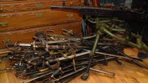 В краже коллекции раритетного оружия стоимостью более 30 миллионов гривен подозревают экс-главу МВД в Запорожской области - ФОТО