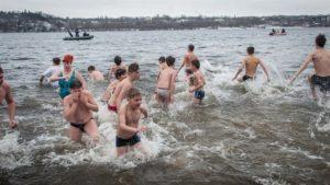 Запорожцам напомнили о безопасном купании на Крещение